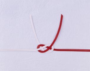 紅白の水引きの写真素材 [FYI01593987]
