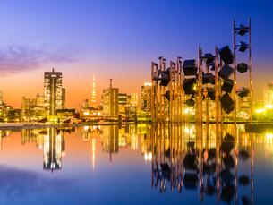 晴海埠頭オブジェと東京タワーの写真素材 [FYI01594008]