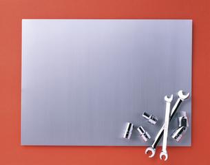 アルミ板と工具の写真素材 [FYI01594107]