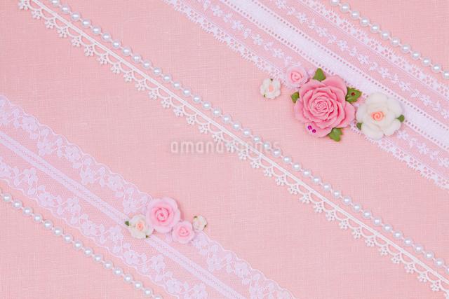 ピンクのレースとバラのコラージュのイラスト素材 [FYI01594294]