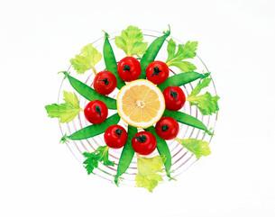 皿上の野菜の写真素材 [FYI01594340]