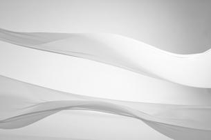 風に揺れる布のドレープの写真素材 [FYI01594343]