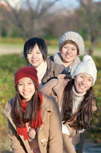 笑顔の4人の女性の写真素材 [FYI01594385]