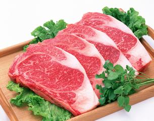 牛肉 サーロインステーキの写真素材 [FYI01594551]