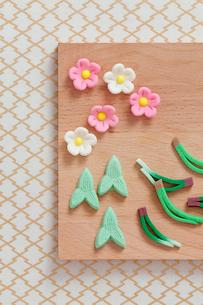 松竹梅の和菓子の写真素材 [FYI01594565]
