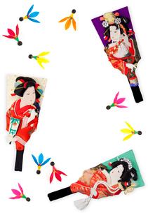 三本の羽子板とカラフルな羽根の写真素材 [FYI01594627]