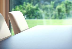 机のあるアンフォーカスの背景イメージの写真素材 [FYI01594675]