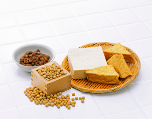 大豆と大豆製品の写真素材 [FYI01594740]