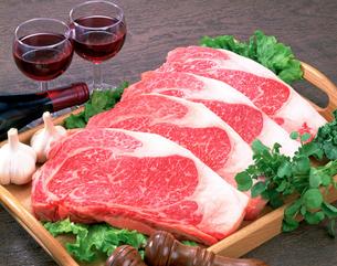 サーロインステーキ肉の写真素材 [FYI01594786]