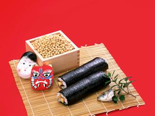 節分の豆と面と巻き寿司の写真素材 [FYI01594902]