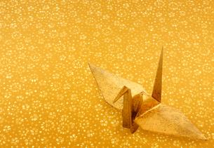 金の折り鶴の写真素材 [FYI01595114]