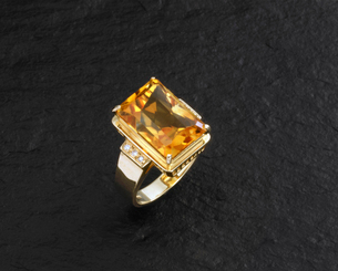 トパーズの指輪の写真素材 [FYI01595296]