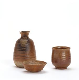 信楽焼 徳利と盃と湯のみの写真素材 [FYI01595303]