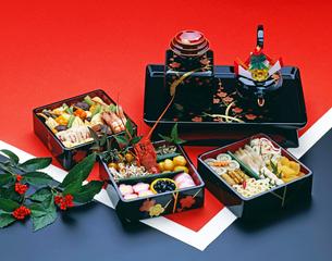 おせち料理ととそ器の写真素材 [FYI01595323]