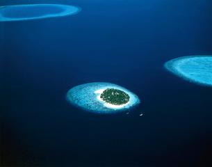 海と島 空撮の写真素材 [FYI01595327]
