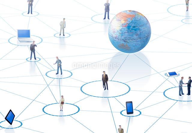 インターネットとビジネスマンの写真素材 [FYI01595555]