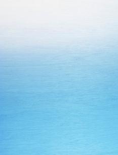 水色の木肌とグラデーションの写真素材 [FYI01595721]