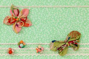 花と蝶のモチーフの写真素材 [FYI01595786]