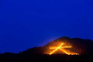 大文字 送り火の写真素材 [FYI01595859]