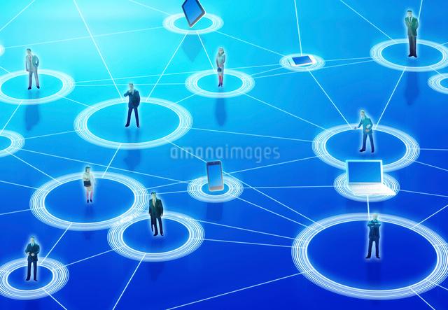 ビジネスマンとインターネットの写真素材 [FYI01595879]