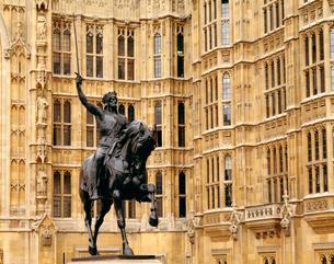 リチャード一世像と国会議事堂の写真素材 [FYI01595913]