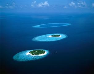 海と島 空撮の写真素材 [FYI01595985]