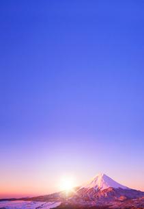 朝日と富士山の写真素材 [FYI01596126]