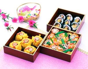 寿司と雛菓子の写真素材 [FYI01596265]