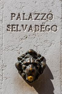 サンマルコ広場付近のレリーフの写真素材 [FYI01596913]