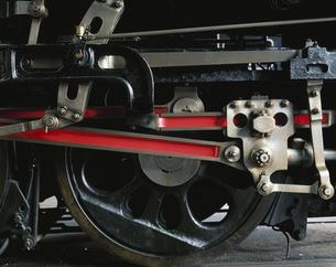 蒸気機関車の動輪の写真素材 [FYI01597005]