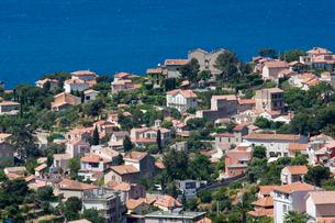 南フランスの赤い屋根の家並の写真素材 [FYI01597286]