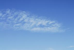 空に浮かぶ雲の写真素材 [FYI01597674]