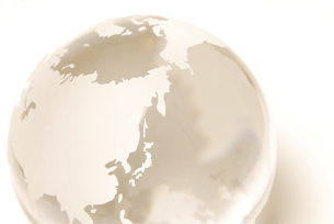 クリスタルの地球儀の写真素材 [FYI01597796]