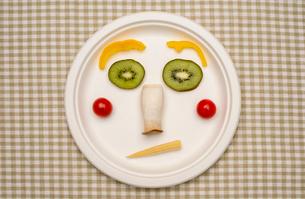 野菜と果物で作る顔の写真素材 [FYI01598106]