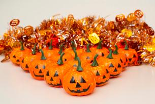 ハロウィンかぼちゃの小物,モールの写真素材 [FYI01598164]