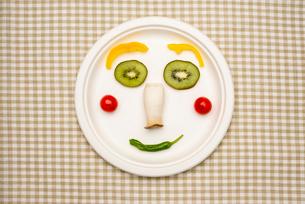 野菜と果物で作る顔の写真素材 [FYI01598375]