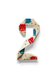 鬼面と豆の模様が付いている数字2の折り紙のイラスト素材 [FYI01598423]