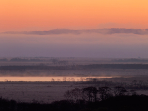 朝焼けの釧路湿原の写真素材 [FYI01598624]