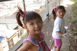 二人の女の子の写真素材 [FYI01598926]