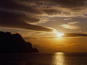 雷電海岸 刀掛岩と夕日の写真素材 [FYI01599256]