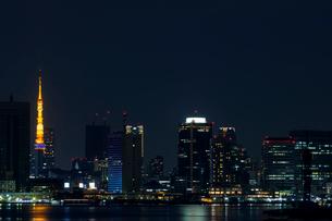 東京タワーと高層ビル群の写真素材 [FYI01600042]