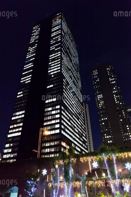 高層ビル群とイルミネーション,新宿の写真素材 [FYI01600099]