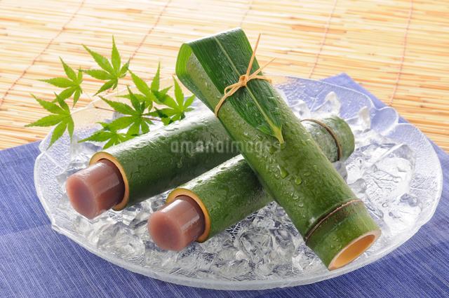 竹の筒に入った水ようかんの写真素材 [FYI01600233]
