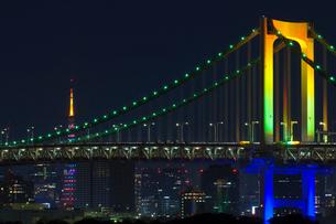 レインボーブリッジと東京タワーの写真素材 [FYI01600304]