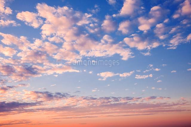 夕焼けの雲の写真素材 [FYI01600376]
