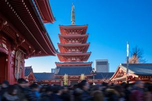 初詣の混雑 浅草寺の写真素材 [FYI01600499]
