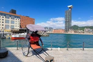 人力車と門司港レトロの風景の写真素材 [FYI01600604]
