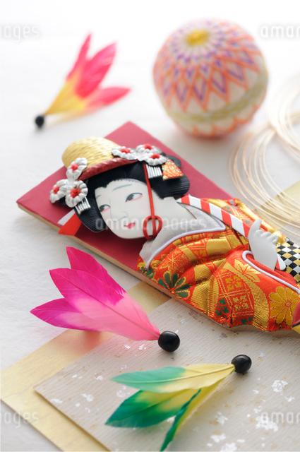 羽子板と羽根と手まり 正月イメージ の写真素材 [FYI01600635]