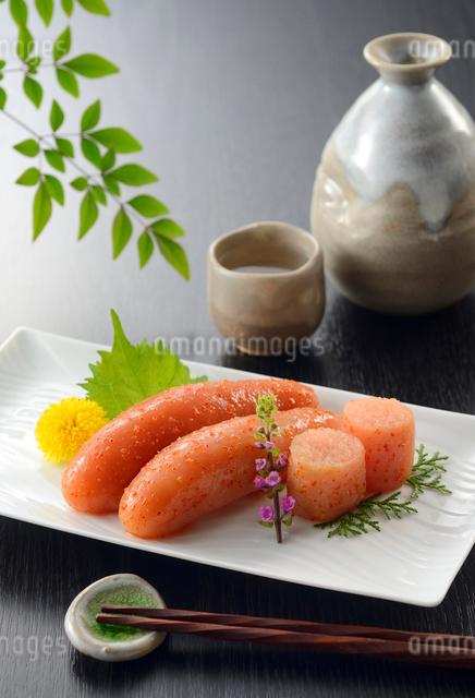 辛子明太子と日本酒の写真素材 [FYI01600666]