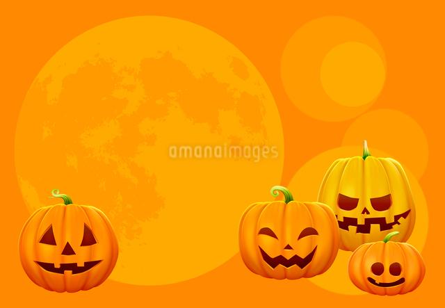 4個のハロウィンのカボチャと月の写真素材 [FYI01600840]